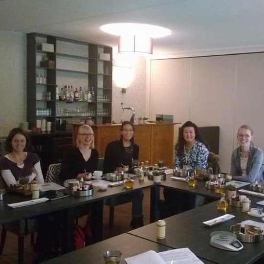 bedrijfsuitje-teamuitje-natuurlijke-cosmetica-cursus-bij-Jansen-en-Jansen-Gorssel-vriendinnendag-vrijgezellenfeest