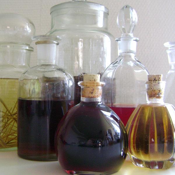 likeuren-zelf-maken-likeuren-recept-natuurlijke-oogst-oogsten-uit-de-natuur-alcohol-likeuren-workshop-inmaken-zelf-voorzienend-leven