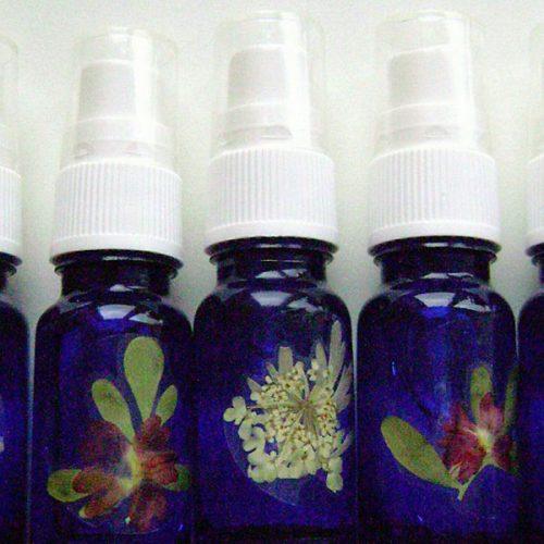natuurlijke-parfum-maken-natuurlijke-cosmetica-bedrijfsuitje-vriendinnendag-vrijgezellenfeest