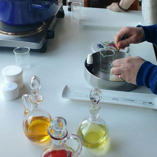 zonnebrandcrème-zelf-maken-aftersun-johannesolie-recept-zonnebrand-goudsbloem